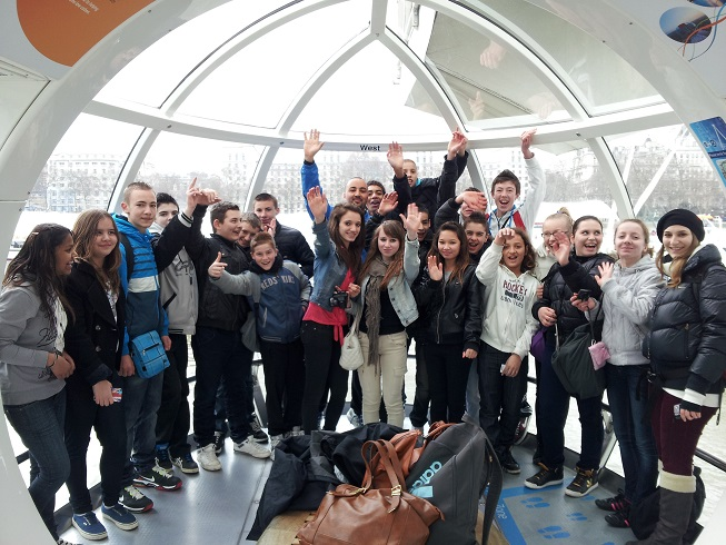 Dans la capsule du London Eye. . .